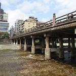 美々卯 - 鴨川三条大橋8月