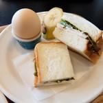 さくら珈琲 - その日のパンのセット