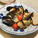 ラ トリプレッタ - あさりとムール貝の白ワイン煮
