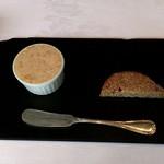 ラ・ブランシュ - こちらも定番 豚肉のリエットとカンパーニュ