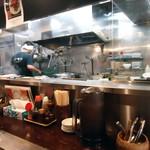 麺や 多久味 - カウンター席からの眺め。