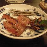 築地 ねこ屋 - 炙り3点(秋刀魚の稚魚、蛍烏賊、鮭とば)
