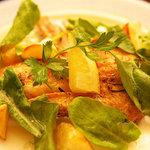 ヴォーノ - 若鶏手羽のこんがり焼き ローズマリーの香り(580円)