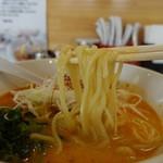 クリーミーTonkotsuラーメン 麺家神明 - 2017.08 麺はやや太め