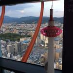 71801672 - タワーの赤い部分が、この鉄枠。東山方面