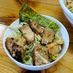 麺処なかがわ - 辛口らーめん+全のせの具材で作ったセルフネギチャーシュー丼(ライスはサービス)