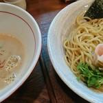 麺ゃ しき - 美白白湯つけ麺並♪