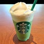 71812293 - 『抹茶クリーム フラペチーノ』~!! 抹茶の風味香る『抹茶パウダー』にミルクと甘みを加えて 細かく砕いた氷でブレンドしたフラペチーノにソフトクリームが盛られている~♪(* ̄∇ ̄)ノ