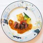 シェ・ソーマ - ランチコース 2484円 の牛ハラミのソテー、オニオンソース