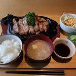キャトル クワトン - 料理写真:ポークステーキ180g(1,500円税込み)