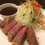 洋食SAEKI - ねこちゃんと特盛り君はビフカツ♪美味そー♪