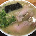圭順 - チャーシュー麺600円 なみなみのスープ