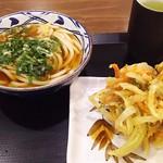 71819351 - 1708_MARUGAME SEIMEN-丸亀製麺Neo Soho_かけうどん@34,000Rp、野菜かき揚げ@11,000Rp