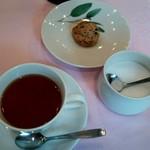 サント ウベルトゥス - 紅茶、クッキー