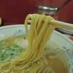 むらた亭 - 麺は細麺ストレート麺、加水率は中低級。細マッチョなボディ