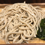 蕎麦 冷麦 嵯峨谷 - 麺は太麺、ワカメはサービス取り放題