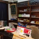 串カツ専門店 馬力 - カウンター内