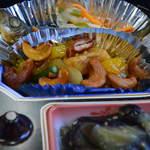 レストラン・キハ - 鶏とカシューナッツの炒めものと茄子の煮びたし