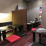 もつ処 堂平 - パーティションがある座卓がメインで、個室もありました。