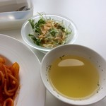 71837116 - ランチのサラダとスープ