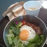 AZABU SALAD CAFE - ロコモコDON・スープ・パン