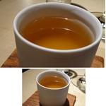 TTOAHISU - ◆スペシャリテの「Wコンソメ」 鶏をベースにあご出汁などを加えてあり、食材の旨みを感じる品。