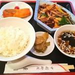 東園 - ランチ 牛肉とイカの黒胡椒炒め