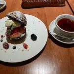 71837993 - リュンヌベリーと紅茶