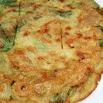辰家 - ネギ海鮮チヂミ(イカと葱のお好み焼き風)
