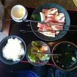 安楽亭 - 料理写真:サービスランチ・豚カルビランチ