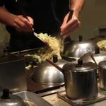 宝塚いろは - 料理写真:職人さんが焼いてくれています