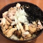 博多中洲屋台 鈴木ラーメン店 - トロ肉丼