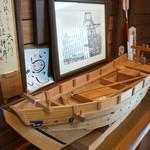 旬楽幸味 - 2階ロビーに飾られた舟(2017.8.21)