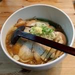 白樺山荘 - 料理写真:豚中華そば(800円)