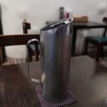 ダバ インディア - お冷はステンレス製のデザインチックなポット