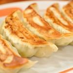 東華園 - 料理写真:自家製餃子