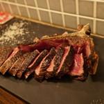 71843851 - 焼き上がった肉はビジュアル的にも美味しい