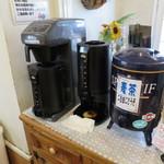 もあ - サービスコーヒーはセルフでね。