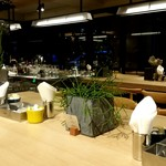 Cafe Apartment 183 - 広い店内