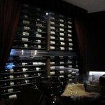 イルコルティーレ - ワインセラーには常時700本以上のワインが貯蔵してあり美味しい料理に合わせたワインが選べます・・・(ワイン1本はちょっとと言う方は翌々日まではキープ可だそうです。)
