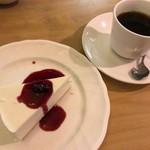 ロージナ茶房 - ロージナ茶房 (レアチーズケーキセット)