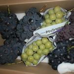 勝果園 - 料理写真:ピオーネとシャインマスカット