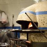 青いナポリ - 石窯で焼きます