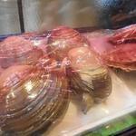 イサバのかっちゃの店 肴町のらぷらざ亭 - 大きな北寄貝