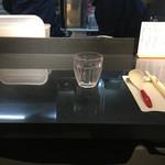 Japanese Soba Noodles 蔦 - 8/21に新装開店してカウンターは奥行きが広めに