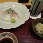 松由 - イカと鯛のお造りとサービスのイカの耳とハモの子