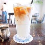 71858188 - 本日のキッシュちおまかせサラダのプレート 1400円 のアイスカフェオレ