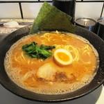 横浜らーめん 源泉 - 醤油豚骨らーめん大盛