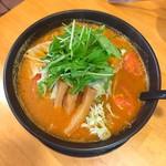 デリシャストマトファームカフェ - トマト辛味噌ラーメン 972円