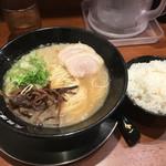 元祖博多 中洲屋台ラーメン 一竜 - 中州屋台とんこつラーメン+ご飯セット